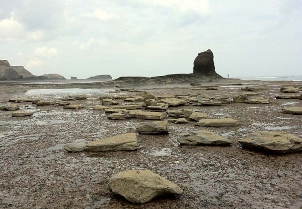 Saltwick Bay at low tide - Black Nab at the water line, the disused Alum works in the left background